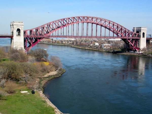 hell_gate_bridge_triborough_7apr02