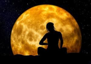 p_Meditation_woman_moon