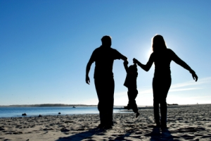 parents_child_silhouette1