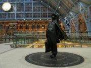 Sir_John_Betjeman_wondering_at_Saint_Pancras_Station_Roof_-_geograph.org.uk_-_1571778