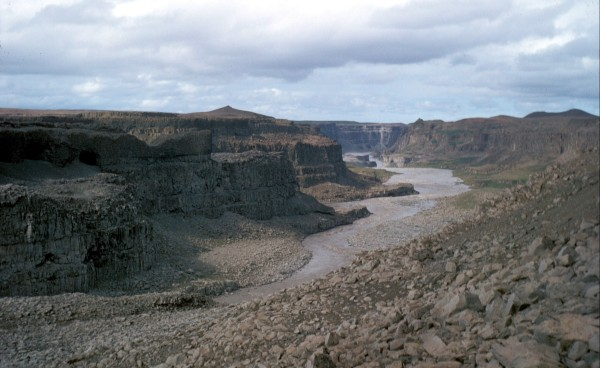 River Iceland_near_Dettifoss_1972