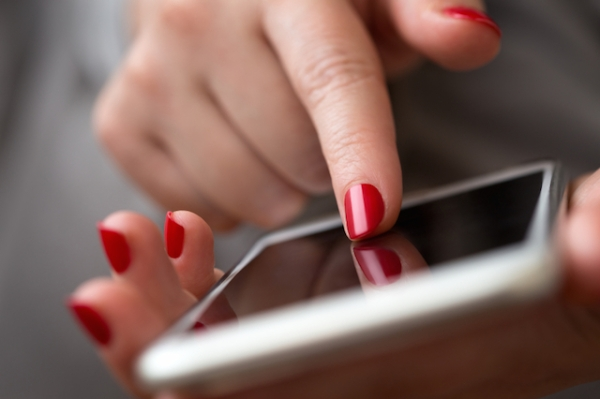 smartphone-iphone-internet-social-media
